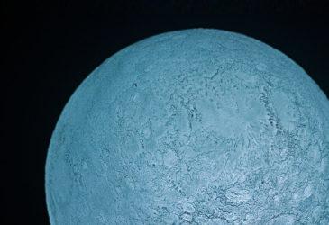 Суперлуние миниатюрной луны