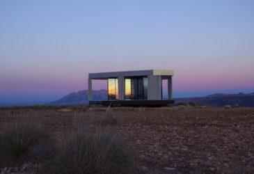 Зеркальный павильон OFIS Arhitekti  в пустыне Горафе